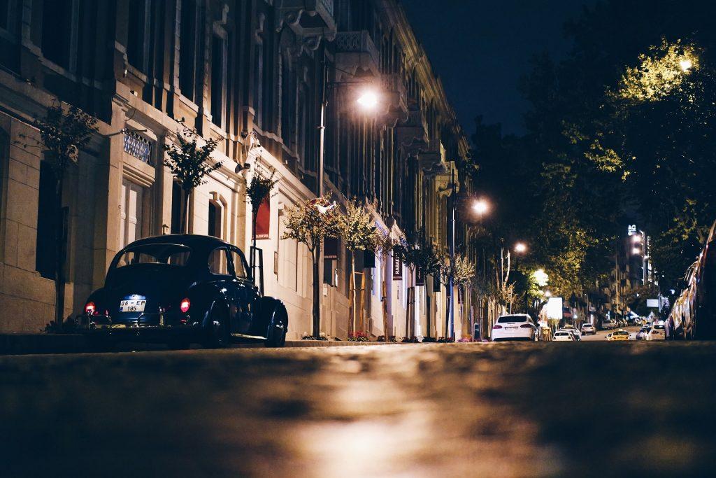 auto in de straat